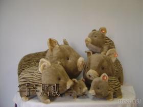 条纹猪绒毛玩具