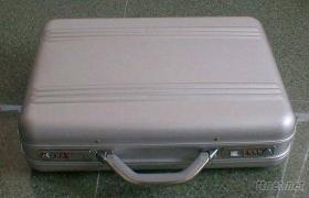 铝制手提箱