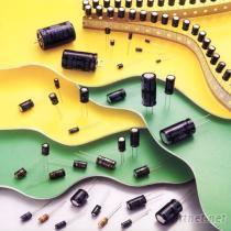 电解电容器