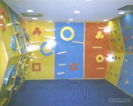 室內木製多造型攀岩牆組