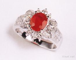 红宝石镶钻戒指
