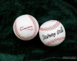 又出口到韓國5000只發泡橡膠芯PVC軟式棒球