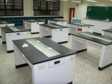 中央實驗桌