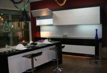 鋼琴烤漆板櫥櫃