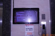 电梯门口专用15寸-65寸带网络楼宇广告机