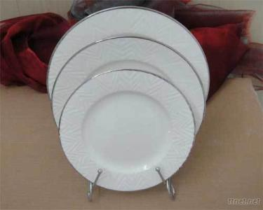 PLATE WITH SILVER EDGE