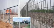 鉄道の側面の塀
