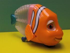 음악 동의 & 빛을%s 가진 물고기 장난감