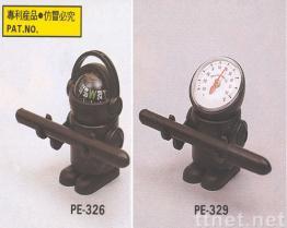 Sfera della bussola dell'uomo dello spazio e penna del termometro
