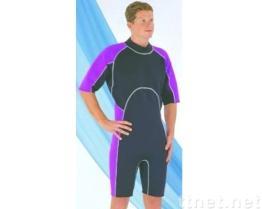ウィンドサーフィンをするスーツ