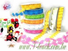 ばねのパフの花輪及びパフの装飾