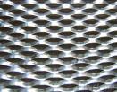 電流を通された拡大された金属