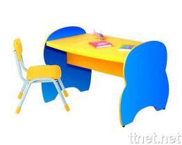 우아한 의자를 가진 만화 테이블