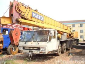 NK-400によって使用されるクレーン
