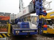 使用されたトラッククレーンTADANO TG-250E (秒針のクレーン車25ton)