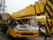 使用されたトラッククレーンTADANO TG-350E (秒針のクレーン車35ton)