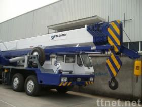 55トンによって使用されるTADANOのトラッククレーン