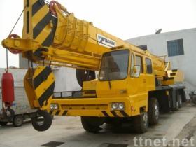 65トンはTADANOのトラッククレーンを使用した