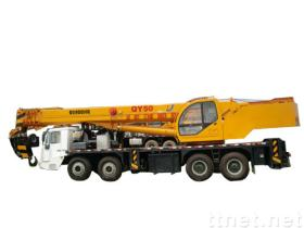 クレーン50トンのトラック