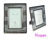 Photo frame with acrylic bead