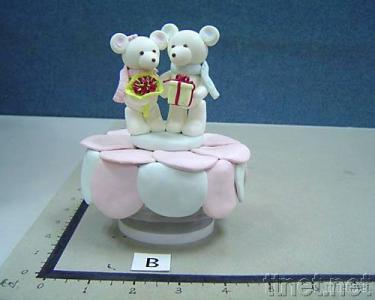 Musical Box with Loving Bear Couple