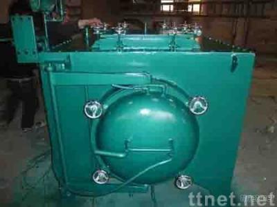 Heat treatment furnace with protective gas