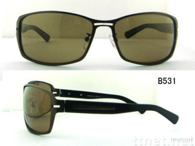 Metal sunglasses with plastic temples