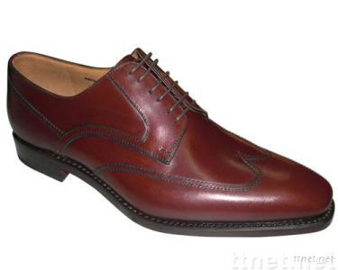lace-up wing tip in wine burnished French cow leather ,hand made ,men's leather shoes