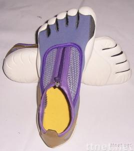 five fingers tennis shoe