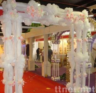 Inflatable weeding archway